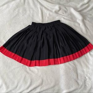 Black and red lightweight pleated skirt size M